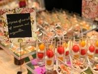 彩り鮮やかなビュッフェ料理と豊富なドリンク