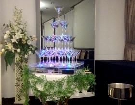 シャンパンタワーで乾杯