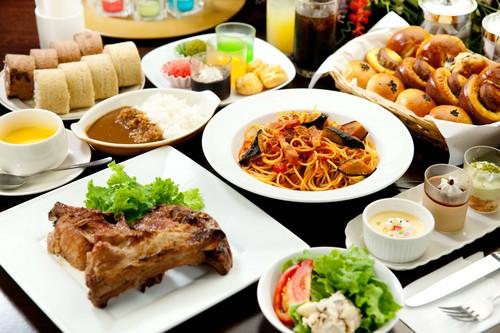 40種類以上の豊富なメニューがブッフェスタイルで食べ放題☆
