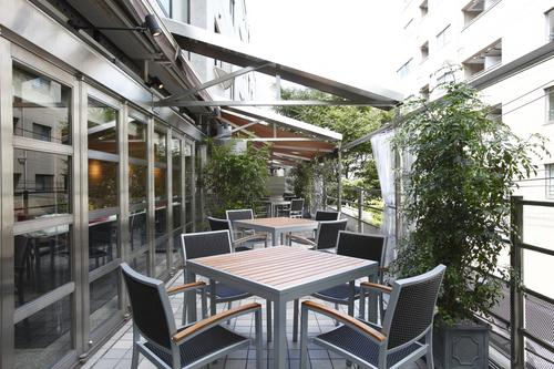 雨天でも利用可能なテラス席。