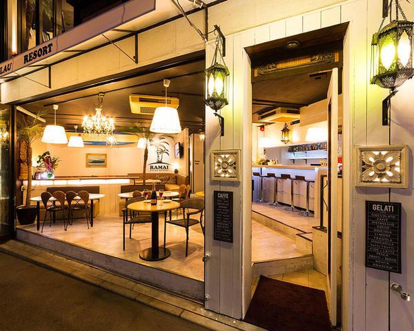 今泉公園前のオシャレなカフェレストラン