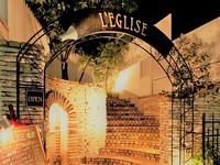 ヨーロピアン風の石造りの門を抜けると完全プライベート空間