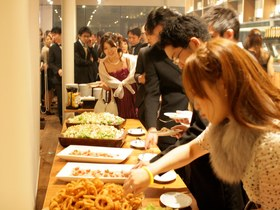 食べやすいフィンガーFOODとボリュームある料理をご提供☆