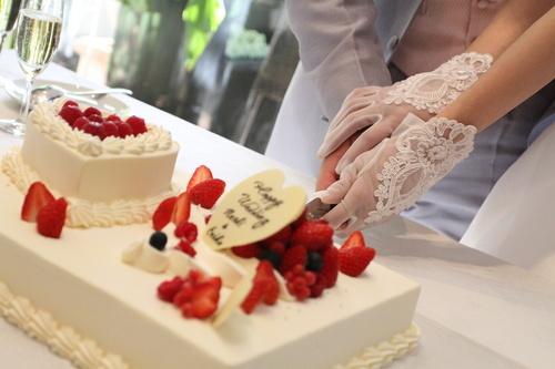 ウェディングケーキ付♪お名前入りの可愛いケーキです。