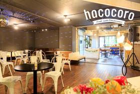 カフェ空間とクラブスペースが融合したユニークなパーティ空間