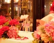 パリの雰囲気漂う店内でみんなの記憶に残るパーティを♪