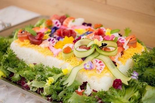 華やかなちらし寿司ケーキ