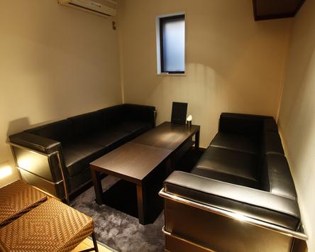 個室有。控え室や荷物置き場にご利用ください!