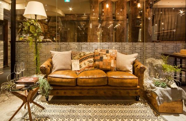 広々とした落ち着いた雰囲気の店内装飾