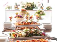 ゲストから歓声が上がる華やかなお料理