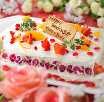 自信の自家製ウエディングケーキでお祝い致します!