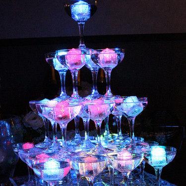 7色に光るシャンパンタワー!